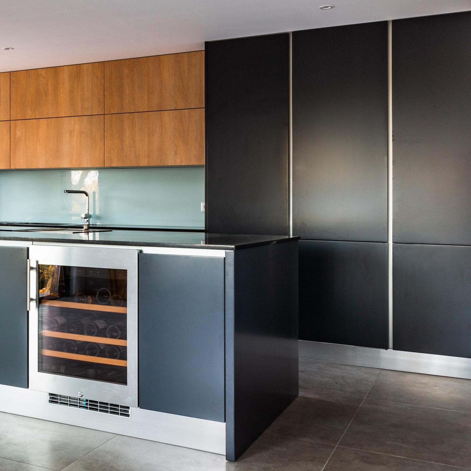 Built-in fridges in handleless kitchen
