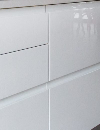 Handleless Modern Kitchen with white lacquered fronts