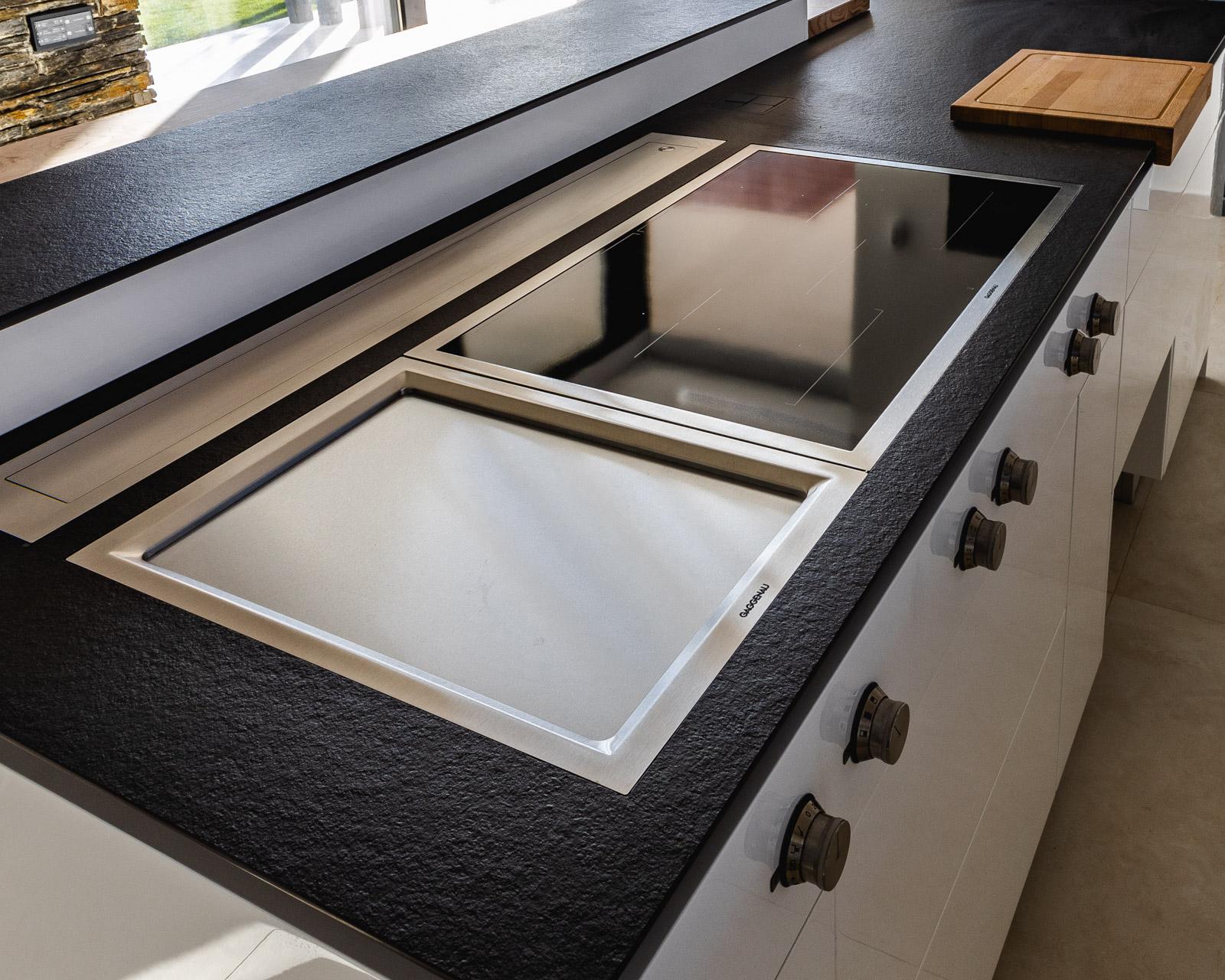 Island kitchen with induction hob, teppanyaki and extractor Gaggenau