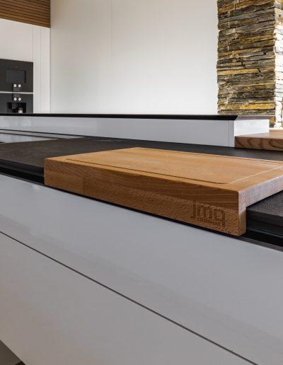Cutting board in handleless modern kitchen