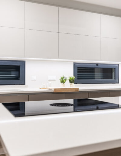 Handleless Kitchen JMQ, model Linea, with fronts in lacquered gloss white and champagne colour.